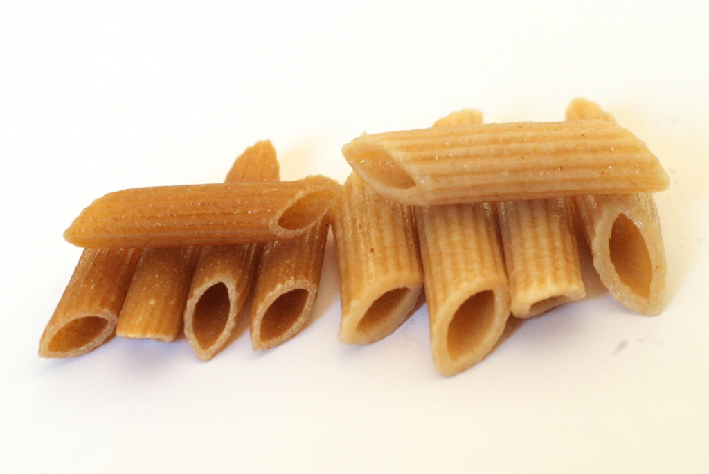 Whole_wheat_penne,_cooked_and_uncooked